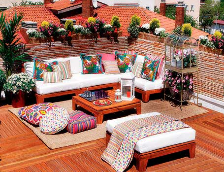 decoración de terrazas con textiles de colores