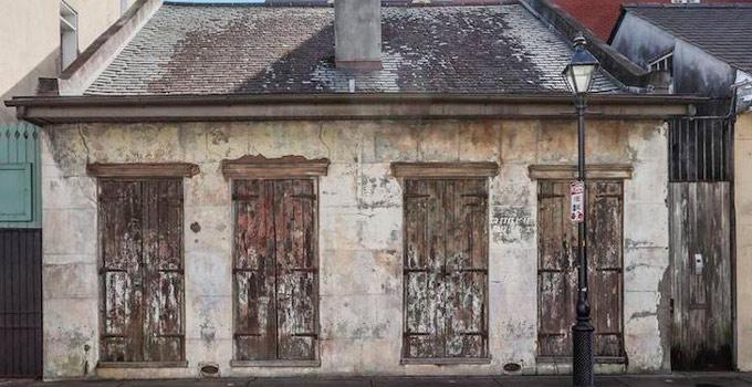 Esta casa parece abandonada pero no te imaginas lo que - Casas de lujo interiores ...