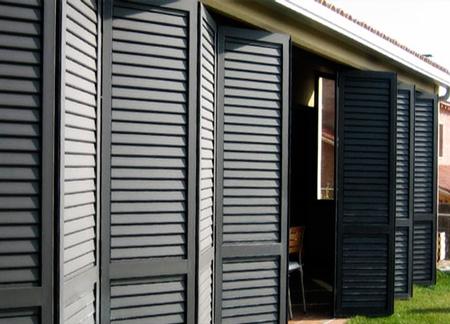 puerta veneciana para exteriores