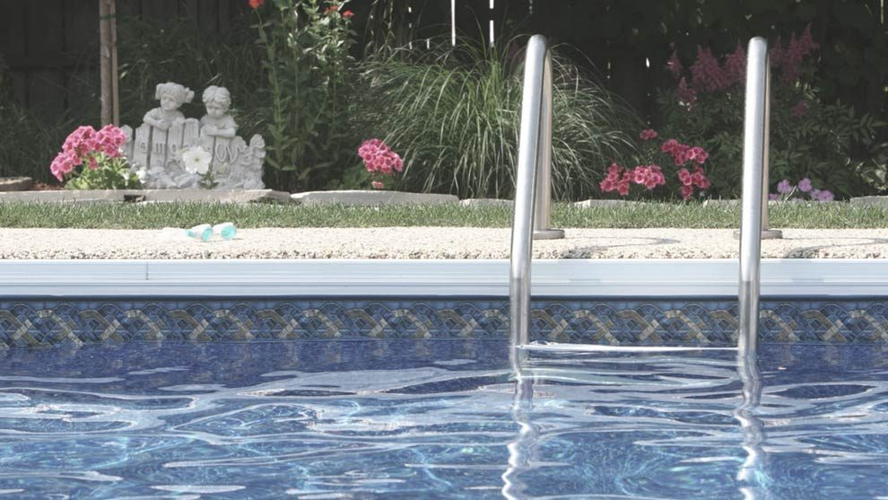 Mantenimiento de piscinas gu a de cuidados b sicos for Guia mantenimiento piscinas