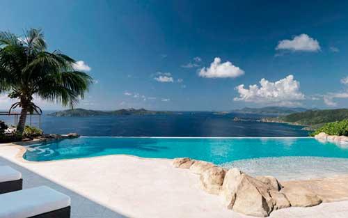 piscina con forma de playa